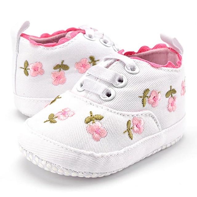 Giày bé Gái Ren Trắng Thêu Hoa Mềm Mại Giày Prewalker Đi Tập Đi Trẻ Em Giày Đầu Tiên Xe Tập Đi miễn phí vận chuyển
