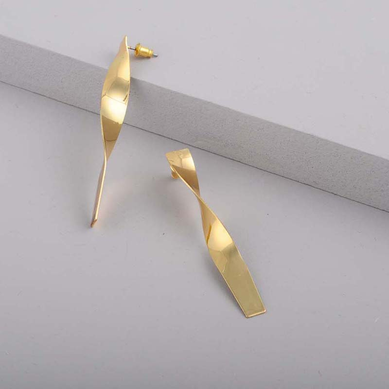 Simple-Punk-Geometric-Stud-Earring-For-Women-Gold-Silver-Metal-Statement-Long-Earring-Fashion-Pretty-Jewelry (1)