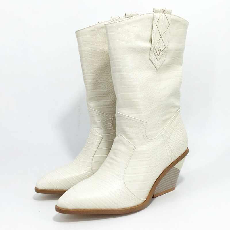 Marka moda kabartmalı mikrofiber deri kadın yarım çizmeler sivri burun batı kovboy çizmeleri kadın takozlar sürme pist botları