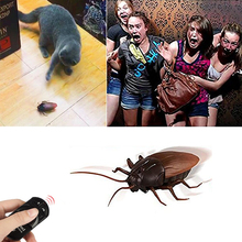 Фотография Funny Prank Simulation Infrared Fun Anti-Stress RC Remote Control Scary Creepy Insect Cockroach Toys Gift For Children Boy Adult