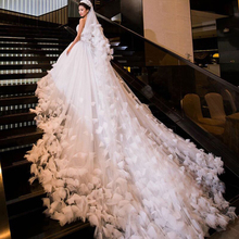 2019 New A-Line Sweetheart Feathers 3D Flowers Wedding Dress with 1.5m Train Gowns Vintage Birdal Custome Made