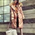 Europa estilo moda mujeres abrigo de invierno de Ocio yardas grandes cuello de Piel con capucha por la chaqueta suelta chaqueta de pato blanco abajo G2459