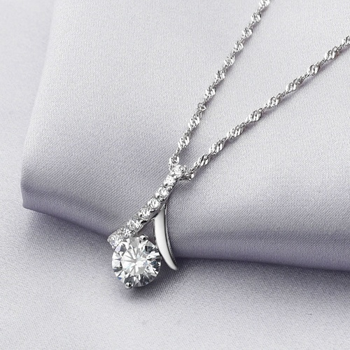 97e9aaad4a450b 925 Sterling Silver Necklace with 2 Carat CZ Diamond Pendant Simple and  Fashion Women Short Chain Jewelry Christmas Gift