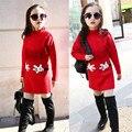 Abrazo Grueso Vestido de Suéter de Invierno 2016 de Moda Borla Roja Niña Vestido De Suéter Suéter de Cuello Alto Suéter de la Muchacha Niños Vestido de Año Nuevo