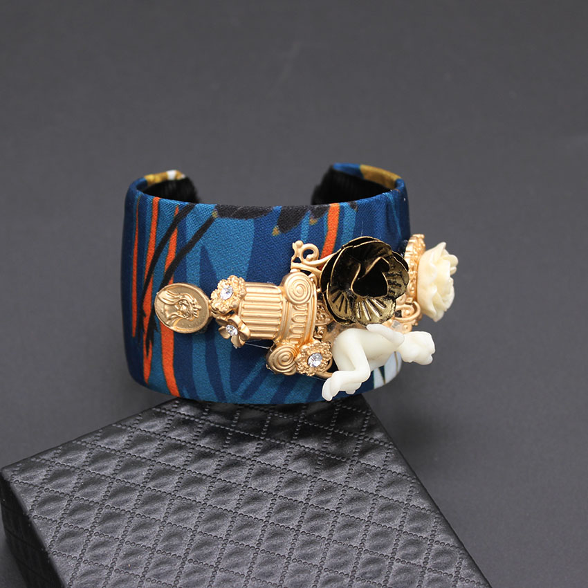 Custom Europe and the United States fashion dolls flowers wild bracelet sweater section exaggerated bracelet 267