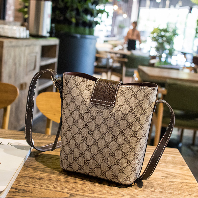 women bag Fashion Casual Contain two packages Luxury handbag Designer Shoulder bags new bags for women 2019 Composite bag bolsos in Top Handle Bags from Luggage Bags
