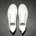 Buey talló blanco los hombres para ayudar a baja genuino pisos brogue zapatos