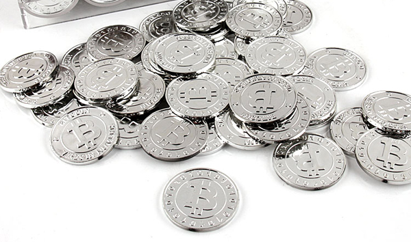 50pcs 2016 plastic Bitcoin BTC coin SILVER pirate treasure gold coins props toys for Halloween party cosplay kids fun for hours