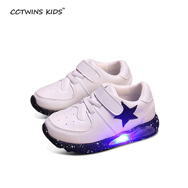 CCTWINS NIÑOS 2017 primavera otoño muchacho de la manera led luz de zapatillas para los niños de la pu de cuero de zapatos del bebé marca entrenador blanco negro