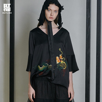 Контур оригинальный дизайн Национальный стиль вышивка мода v образный вырез короткая футболка шелк уксус волокно Женские топы L191Y043