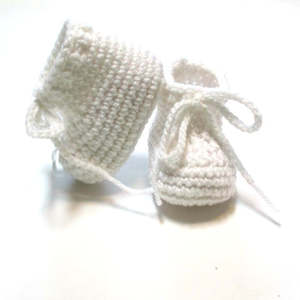 White baby booties. Crochet baby booties   Made to order.shoes unisex baby booties.