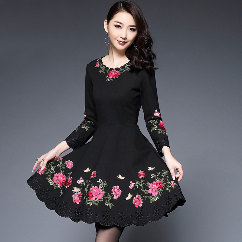 Middle aged and old women's spring and autumn large swing national wind embroidery mother dress female spring 2019 new-in Dresses from Women's Clothing    1