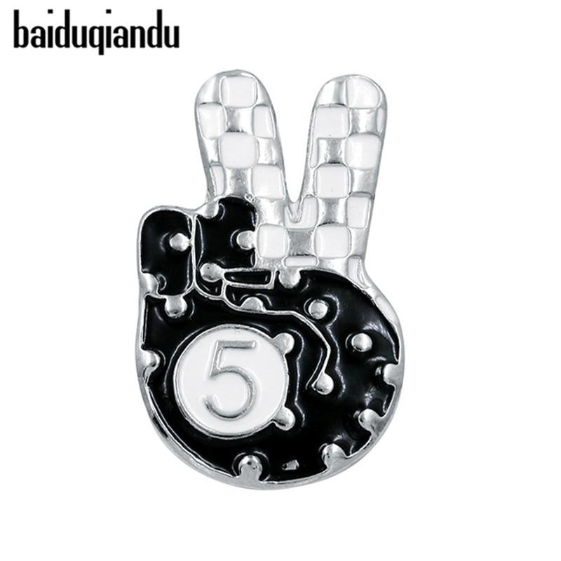 Baiquqiandu Marca número 5 Escudo y cinco alfileres y broches esmaltados con dedo de la victoria en una variedad de colores
