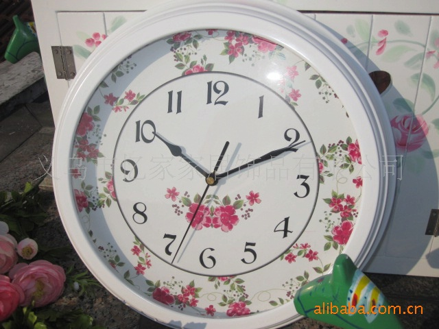 Pastoral Style Wooden Wall Clock Small Roses Pattern