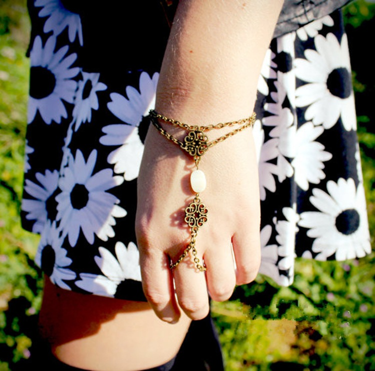 Carve Designs Gothic Wind Restoring Ancient Ways Shell Bracelet Hollow Out Flower Hand Chain