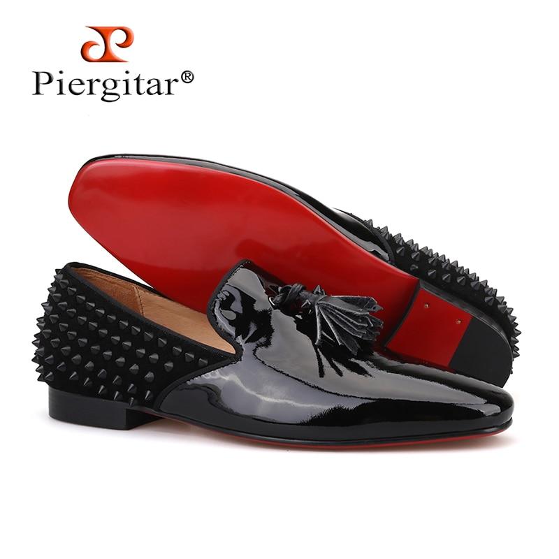 Piergitar 2019 zapatos de hombre de charol negro hechos a mano con borla roja a la moda mocasines de hombre con diseño de espigas planos para hombre-in Mocasines from zapatos    1
