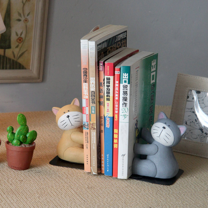 Resin Hand Paint Cat Bookends , Kawaii Cat Office and Home Book Stand
