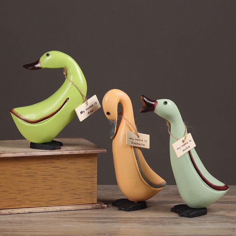 3 pcs Accueil Figurines Mignon Canard Famille Rurales En Bois Cadeau pour Enfants Poupée Anna Isabella Millie Cantoon Chiffres Livraison Gratuite