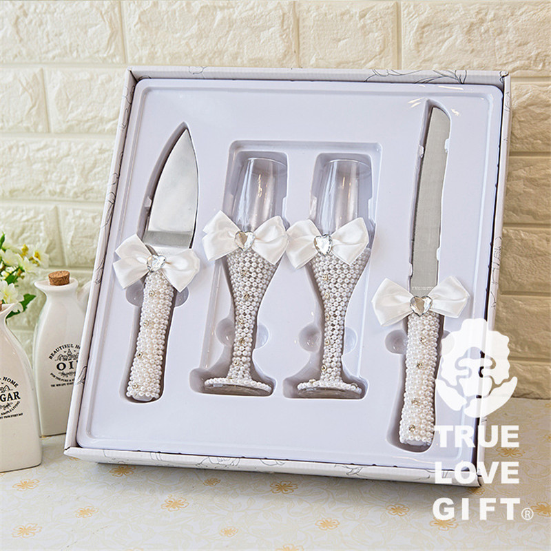 4pcs/set Wedding Champagne Glasses Pearls Cake Knife and Server Set Wedding Gifts Wedding Table Decoration bride and groom