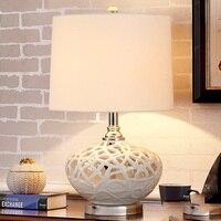 Современные настольные лампы для Гостиная дома светодио дный настольная лампа Спальня чтения E27 белый полый Керамика абажур Abajur Lamparas De Mesa