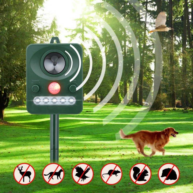 Solar Power Outdoor Use Solar Ultrasonic Dog Cat Animal Repeller Chaser Battery Operated With With Powerful LED Strobe Lights