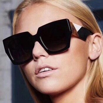 673cb590fd6ce Pop Idade 2018 Nova Itália Marca Quadrados Óculos De Sol Mulheres Designer  de Marca Retro Shades Celebridades Óculos de Sol Feminino Óculos Famosos