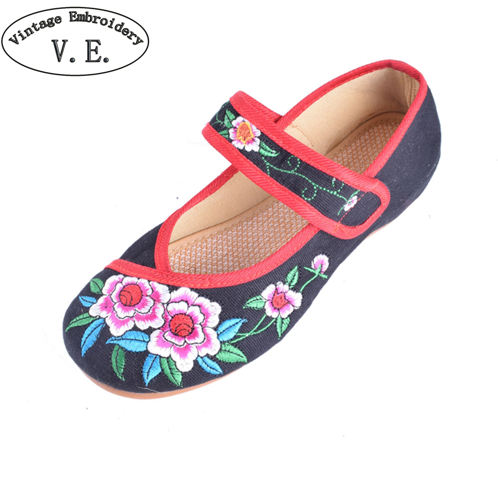 Woman Canvas Shoes Old Peking Cloth Shoes Chinese Flower Embroidery Casual Dancing Flats soft single Mother Shoes Plus size 34 41 fashion shoes woman old beijing mary jane flats casual chinese style peony flower embroidered cloth canvas shoes