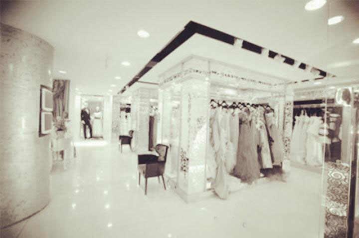 2019 luxe haut cou Champagne moyen-orient robe de mariée blanc dentelle appliqué manches longues arabe robes de mariée Court Train