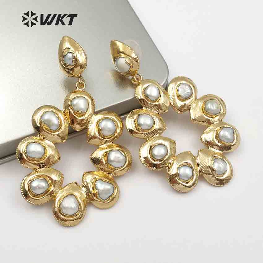 WT E467 Wholesale Romantic Top Fashion 5 Pairs For Lady Elegant pearl Jewelry Flower Shape Natural