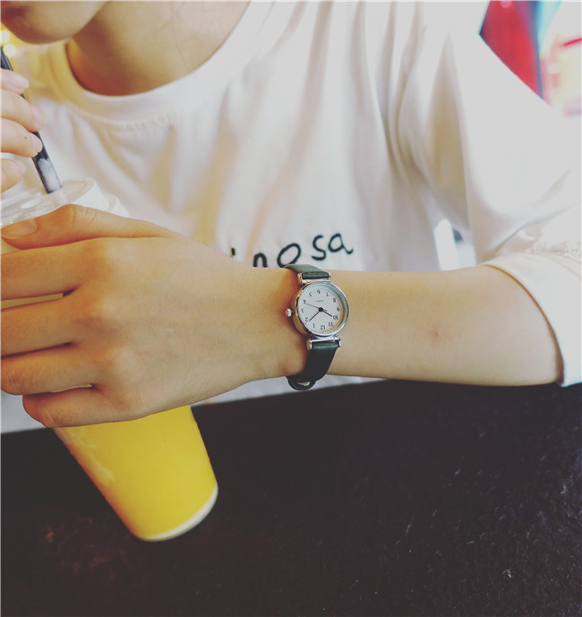 Watch male student fashion watch Korean version of the trend of leisure ultra-thin steelWatch male student fashion watch Korean version of the trend of leisure ultra-thin steel