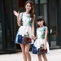 Новый Мать Дочь Одежда Мода Семья Костюмы Мама Девушки Одеваются Мама Меня Летняя Мода Цветочный Принт Платья Без Рукавов