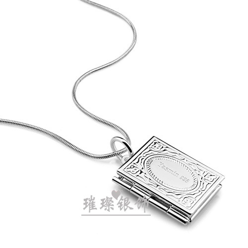 A Couples Necklace Hangs Pictures, Books, Photo Boxes, Necklaces,  Birthday Gifts,  Photo Silver Jewelry