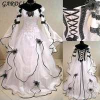 Dubai Muslim White Black Medieval Wedding Dresses 2018 Long Flare Sleeves Embroidery Ball Gown Bridal Gown Robe De Mariage