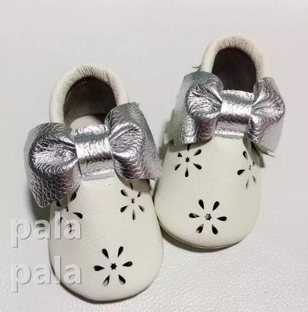 New fashion hollow flower white with silver bow genuine leather baby moccasins soft soled First Walker girl baby Kids Shoes