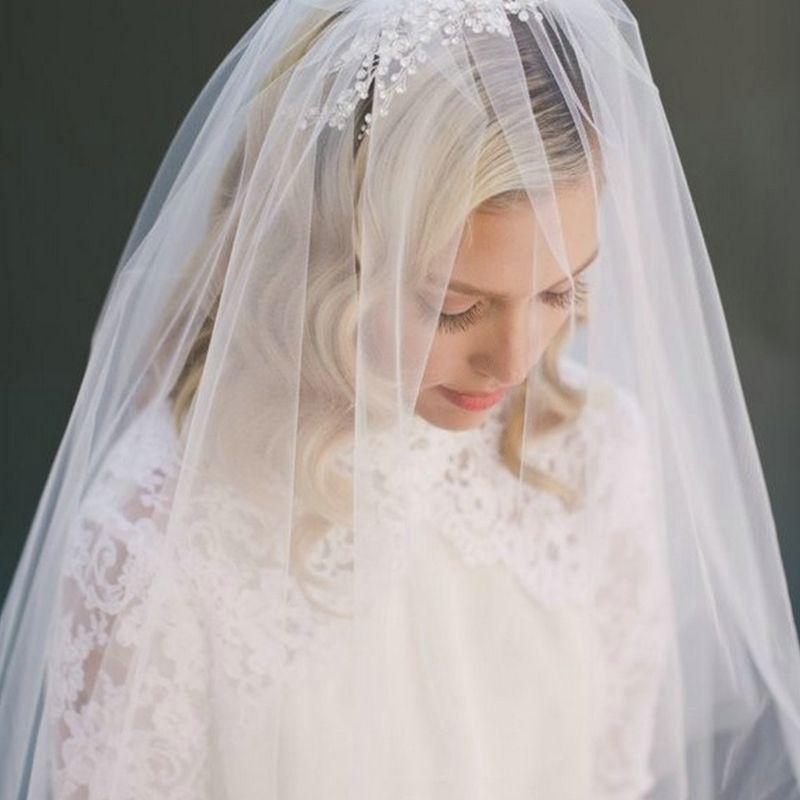 Minimalist Simple Style 2 Tier Double-Layer Women Mesh Fingertip Length Wedding Veil Plain Pleated Drape Bridal Veil With Comb