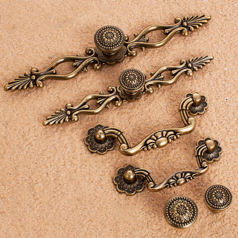Vintage Bronze Flower Alloy Metal handle Knobs For Cabinet Wardrobe Cupboard Drawer Pull Door Handles Furniture Hardware retro vintage kitchen drawer cabinet door flower handle furniture knobs hardware cupboard antique metal shell pull handles 1pc