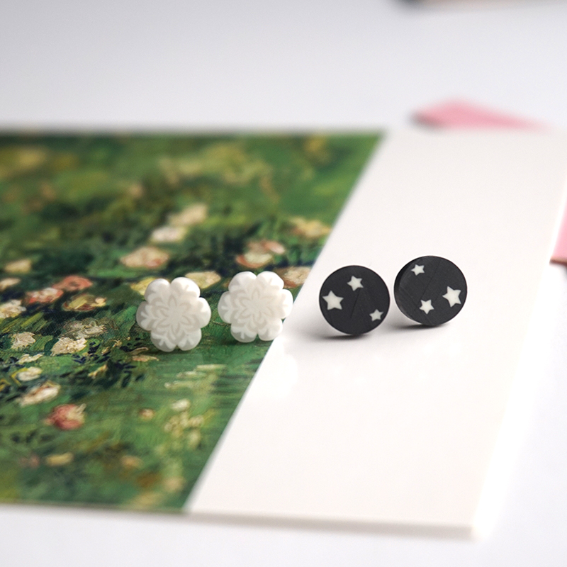2Pairs/lot Cute Lovely Round Stud Earrings Grils Gift Women Brinco Fashion Design Jewelry Black White Snowflake Earring Gift P24