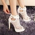 Мода Sexy Высокий Каблук Сандалии Элегантные Кружева Пирсинг Женщины Сандалии Белый Черный Платформы Сандалии Лето Женская Обувь Размер 35-42