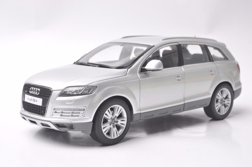 1:18 Diecast Model for Audi Q7 2010 Silver SUV Alloy Toy Car Miniature Collection Gift 1 18 vw volkswagen teramont suv diecast metal suv car model toy gift hobby collection silver