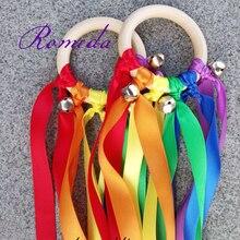 20 pçs/lote Rainbow Color fita Mancha Fita Anel De Madeira Waldorf Com Sino de Mão Brinquedo Pipa para a Festa de Aniversário Favores