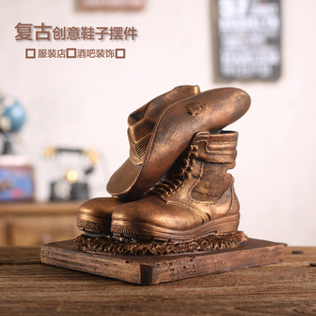Retro shoes decoration decoration Home Furnishing bar resin creative clothing store decoration technology