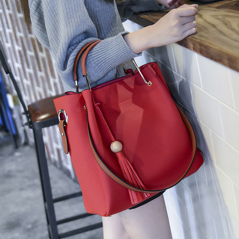 2017 classic handbags a bucket on behalf of the European and American fashion leather handbag shoulder bag handbag ec competition law procedure and european convention on human rights