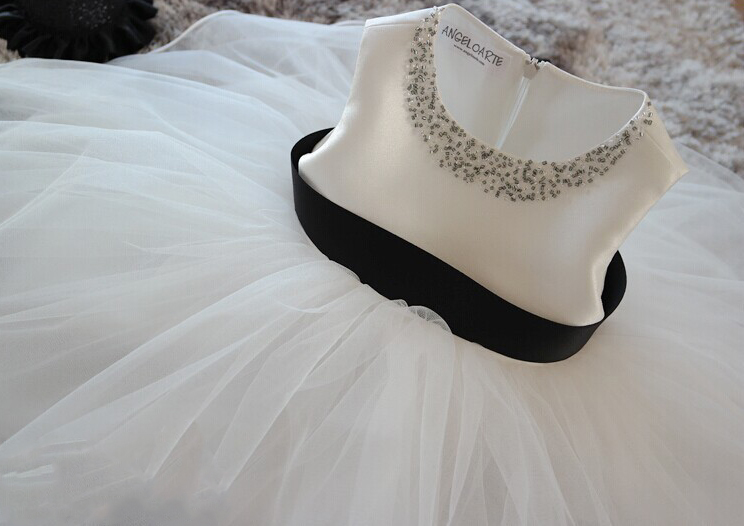 New Princess Flower Girl Wedding Dress Ball Gown Girls party Dresses with handmade Pearl european royal style new design girl princess dress lace flower with fashion cape spring dresses for girls gown wedding party