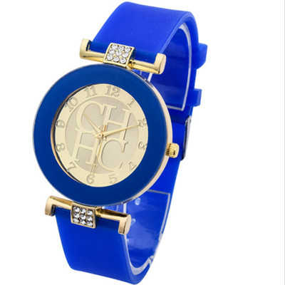 лучшая цена New Hot Fashion Ladies Simple Crystal Geneva Leisure Quartz Fashion Watch Men Silicone Watch Dress Watch
