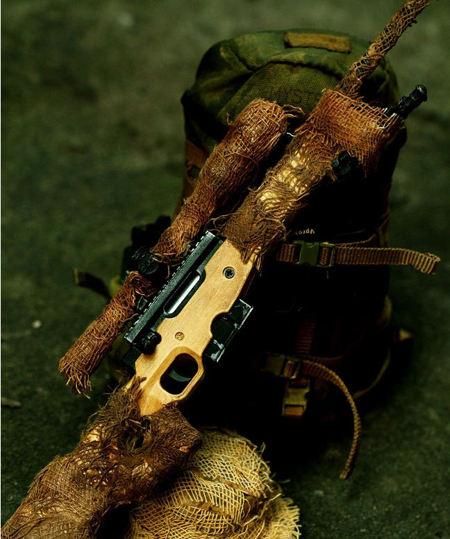 ... Re painted camouflage cloth + metal sand color old AWP sniper rifle model kid puzzle part