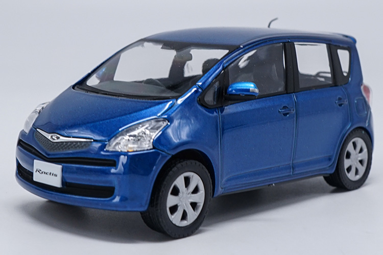 1:30 Diecast Model for Toyota Ractis Blue Minicar Alloy Toy Car Miniature Collection Gifts 1 30 diecast model for foton lovol m2104 k tractor alloy toy truck miniature collection gifts td tg series
