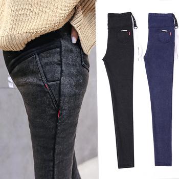 Moda bawełniane spodnie ciążowe zagęścić aksamitne jeansy ciążowe ciepłe zimowe spodnie dla kobiet w ciąży duże rozmiary M-2XL tanie i dobre opinie Gezmiajina COTTON CN (pochodzenie) Macierzyństwo Gradient skinny WOMEN Suknem Add thick add velvet Black and blue M L XL XXL
