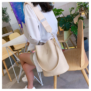Image 2 - Ansloth Patchwork Shoulder Bag Women Crocodile Design Bucket Bag Ladies PU Leather Crossbody Bag Female Solid Color Bag HPS586