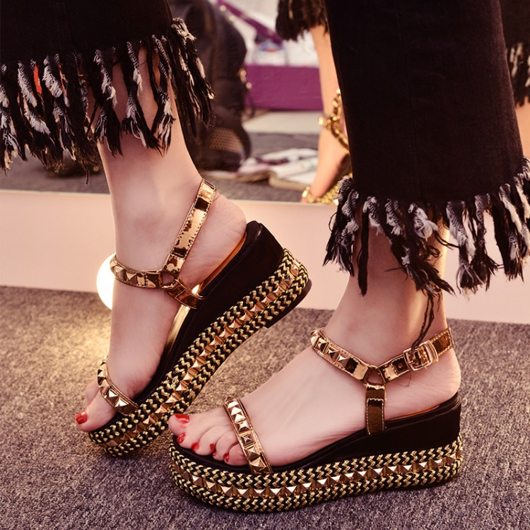 Big yards straw thick bottom high-heeled shoes rivets peep-toe platform at the end of a word buckle summer sandals wedge sandals 2016 summer new leather tendon at the bottom side of the empty fish head crude rainbow low heeled shoes women xtf039