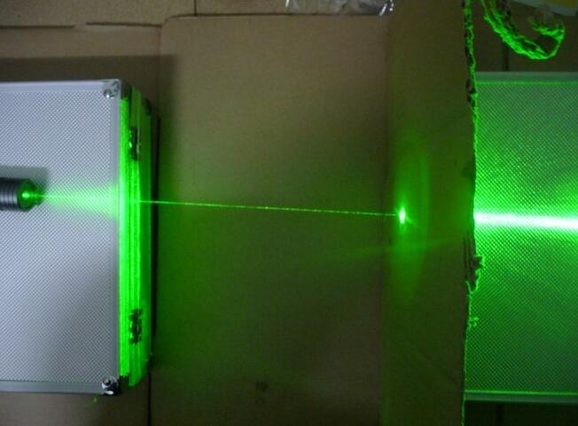 powerful strong laser 80000m 532nm high power laser pointer green beam focus burn matches with 5 laser heads free shipping hot 1pcs flashlight free plusxx851 532nm fixed focus green laser pointer laser head 5 miles range new